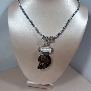 Jewelry - Nwot, mother of pearl & shell pendant, Hematite